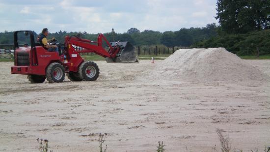 Rajout de 250 tonnes de sable de fontainebleau dans la carrière